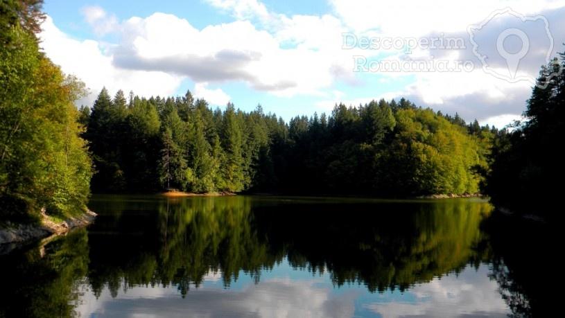 Lacul Buhui – invitație la relaxare