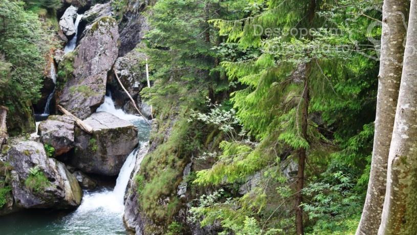 Valea Iadului – locul care spune povestea raiului