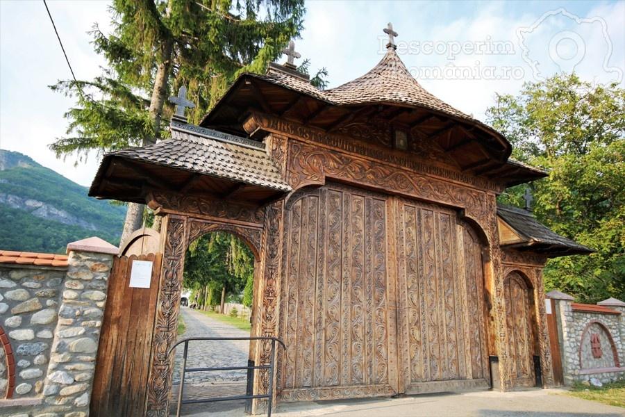Manastirea Polovragi – Armonie in alb – DescoperimRomania (1)