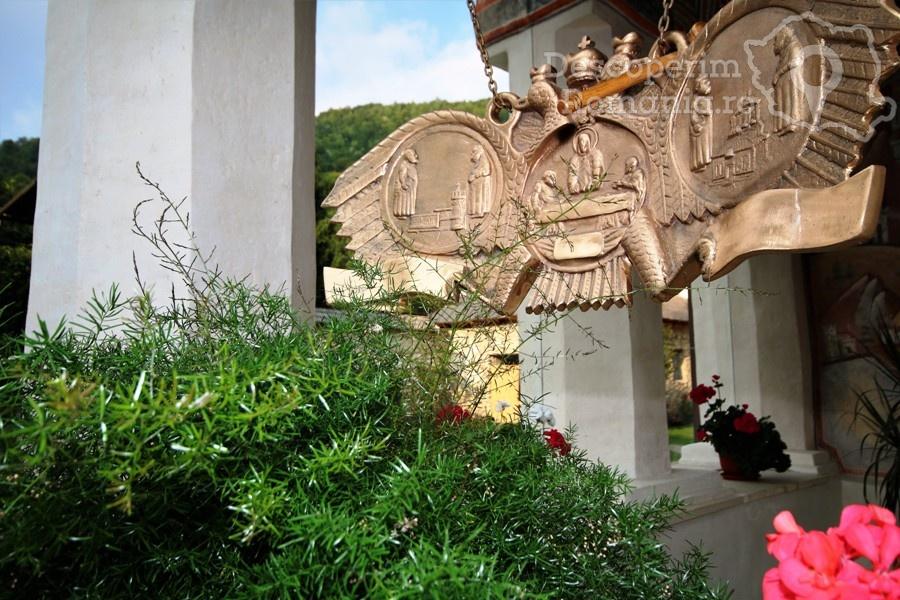 Manastirea Polovragi – Armonie in alb – DescoperimRomania (10)