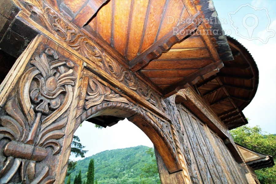 Manastirea Polovragi – Armonie in alb – DescoperimRomania (2)