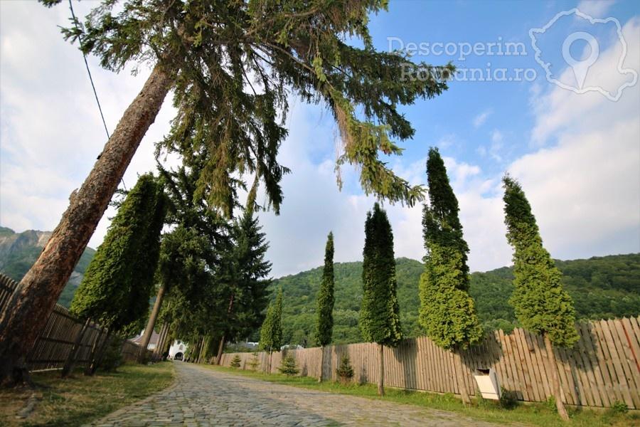 Manastirea Polovragi – Armonie in alb – DescoperimRomania (3)