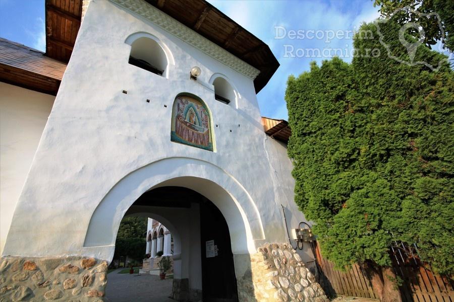 Manastirea Polovragi – Armonie in alb – DescoperimRomania (6)