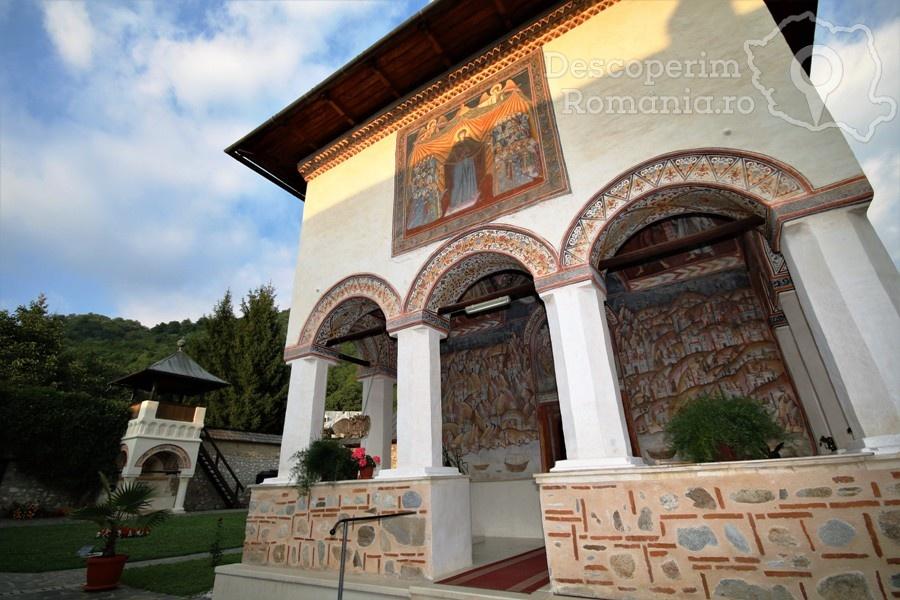 Manastirea Polovragi – Armonie in alb – DescoperimRomania (9)