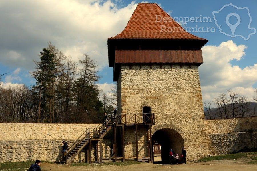 Cetatea Râșnov – Falnic supraveghtor al Râșnovului – DescoperimRomania (13)