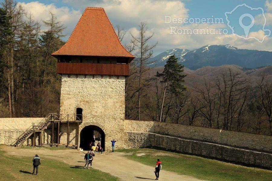 Cetatea Râșnov – Falnic supraveghtor al Râșnovului – DescoperimRomania (15)