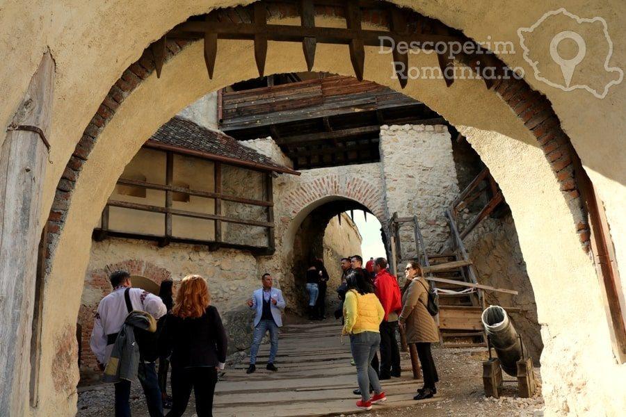 Cetatea Râșnov – Falnic supraveghtor al Râșnovului – DescoperimRomania (18)