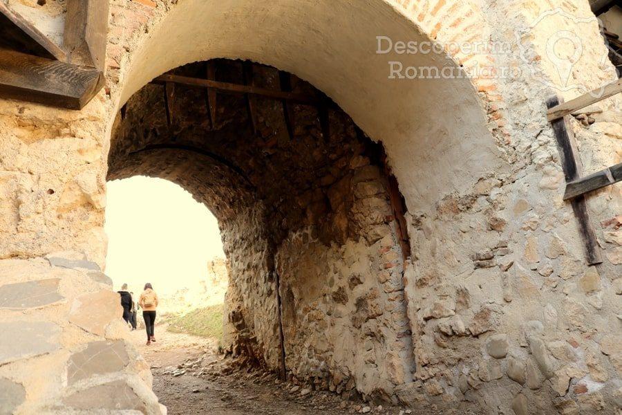 Cetatea Râșnov – Falnic supraveghtor al Râșnovului – DescoperimRomania (20)