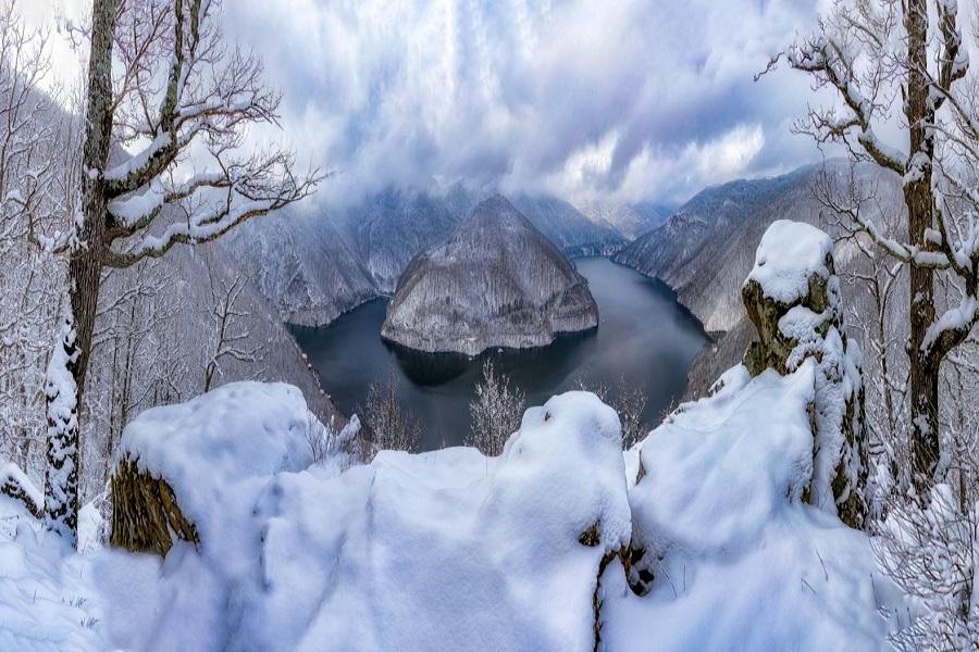 Lacul-Tarnita–si-a-undelor-poveste-Idei-de-calatorie-Cluj-DescoperimRomania.ro